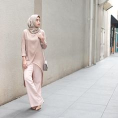 This Elegant muslim outift ideas for eid mubarak 31 image is part from Elegant Muslim Outfits Ideas for Eid Mubarak gallery and article, click read it bellow to see high resolutions quality image and another awesome image ideas. Muslim Fashion, Modest Fashion, Hijab Fashion, Fashion Outfits, Casual Hijab Outfit, Hijab Chic, Modest Dresses, Modest Outfits, Hijab Office