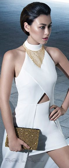 Regilla ⚜ viv STUNNING IN BLANCA 'W/GOLD BAG...Love the gold bag repin Bella Donna