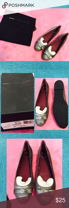 Silver Flats By Marc Jacobs Hello everyone❤️Welcome to my closet❤️  My prices are already VERY Reasonable for brand name items, please be considerate with your offers! ✔️OFFER OPTION ONLY✔️  ➰I work full time and go to school part time and do this so I try to ship ASAP so please be patient with me➰  ➰Have questions? Just ask!➰  ➰NO SMOKE HOUSEHOLD➰  ❌NO HOLDS, TRADES, TRY-ONS, LOWBALLERS❌ ❤️Thank you for your business❤️ Marc by Marc Jacobs Shoes Flats & Loafers