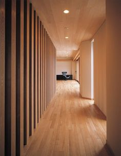 大自然と人を結ぶ無垢な空間 | 建築家住宅のデザイン 外観&内観集|高級注文住宅 HOP Beautiful Architecture, Architecture Design, Japanese House, Corridor, Ideal Home, New Homes, Interior, Grid, Modern