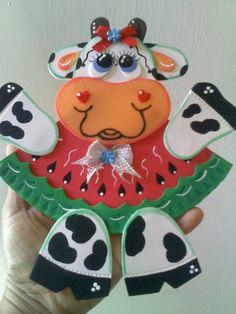 Vaquita con Patilla para colocar en la nevera con imán detras Cow Art, Handicraft, Minnie Mouse, Crafts For Kids, Sculptures, Crochet, Draw, Fluffy Cows, Embellishments
