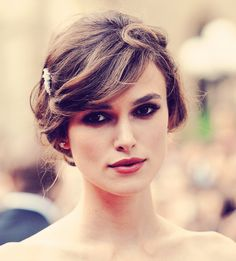 Keira Knightley- one of the few actresses out there that actually has it together Keira Knightley Hair, Keira Christina Knightley, Kira Knightly, Wedding Hairstyles 2014, Pretty People, Beautiful People, Simply Beautiful, Hair Styles 2014, Fair Skin