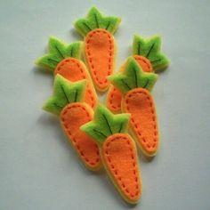 Handmade Carrot Felt Applique – for a rabbit - Haarschmuck Felt Diy, Felt Crafts, Fabric Crafts, Sewing Crafts, Diy And Crafts, Sewing Projects, Sewing Toys, Felt Fruit, Felt Food