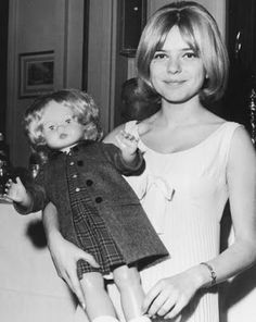 "first pioneers of the Lolita archetype in France. Everything really starts with Serge Gainsbourg's muses: France Gall (in 1965, in her song written by Gainsbourg, called ""wax puppet"" she tells us: ""My records are like a mirror where everybody can see me, I'm everywhere at the same time, broken..."