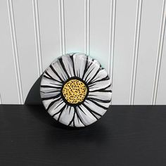 Upcycled Wood Bowl - HandPainted Daisy Decor - Decorative Wall Hanging or Jewelry, Ring, Coin or Key Holder - HandPainted Wooden Bowl - Dish Wood Bowls, Wall Art Decor, Decorative Bowls, Diy Home Decor, Upcycle, Daisy, Hand Painted, Yard Sales, Thrift Stores