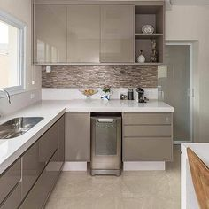 Small Kitchen Remodel Ideas to Make the Most of Your Space - Easy DIY Guide Kitchen Room Design, Kitchen Cabinet Design, Kitchen Sets, Home Decor Kitchen, Interior Design Kitchen, Kitchen Furniture, Kitchen Modular, Modern Kitchen Cabinets, Gloss Kitchen
