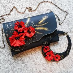 Nature is the best designer everytime and it inspires me endlessly.I just love the wildflowers and the summertime wheat flavour. Truly versatile, this classic black clutch with a touch of color looks great paired with any outfit, so many ways to wear it! *** You can also find more floral