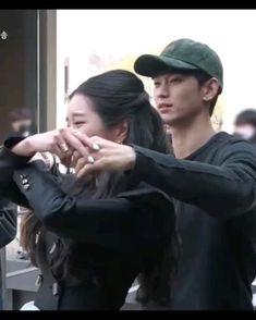Korean Drama Songs, Korean Drama Romance, Korean Drama Funny, Korean Drama List, Korean Drama Quotes, K Drama, Drama Gif, Drama Memes, Korean Celebrities