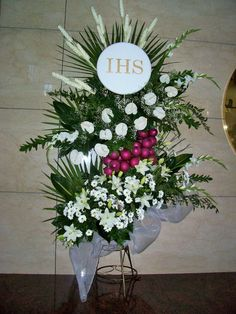 Visit the post for more. Altar Flowers, Church Flower Arrangements, Church Flowers, Floral Arrangements, Wedding Flowers, Church Altar Decorations, Table Decorations, Kirchen, Ikebana