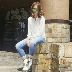 Sofia Andres and six of her nothing-to-wear weekend outfits Star Fashion, Fashion Pants, Love Fashion, Girl Fashion, Chic Outfits, Spring Outfits, Wearing All Black, Weekend Outfit, Outfit Goals