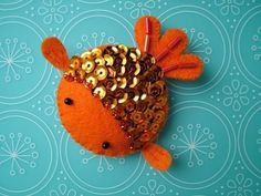 Felt Goldfish-Should be easy enough, add a magnet and boom, fits on the fridge. Felt Crafts, Fabric Crafts, Sewing Crafts, Diy Crafts, Felt Christmas, Christmas Crafts, Christmas Ornaments, Christmas Themes, Crochet Kawaii
