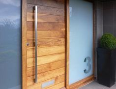vertical wood door handle | The wood slats of this striking front door looks even more modish with ...
