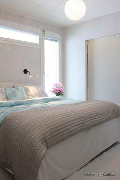 Modernisti Kodikas -blogin Kerttu puki makuuhuoneensa kevätkuosiin vuoden 2014 alkupuolella.