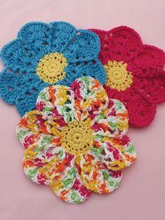 Flower Dishcloth | Yarn | Knitting Patterns | Crochet Patterns | Yarnspirations