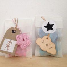 cadeaulabels, gifttags, cadeauzakjes en stickers nu te koop in het Pakhuis van Jojojanneke, leuk om doopsuikers of geboortebedankjes mee te maken...