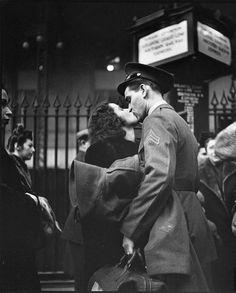 the kiss world war 2 - Pesquisa Google