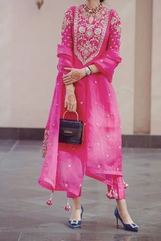 For newly wed Pakistani Dresses Casual, Indian Fashion Dresses, Indian Bridal Outfits, Dress Indian Style, Pakistani Dress Design, Indian Fashion Salwar, Stylish Dress Designs, Stylish Dresses, Casual Dresses