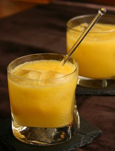 Mango-Peach Sparkler for Phase 1 of The Fast Metabolism Diet. Try it with other fruits like raspberries or pineapple.