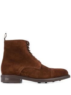 Brown leather Marron boots from BERWICK SHOES featuring a round toe, a lace-up front fastening, gold-tone hardware, a pull tab at the rear and a rubber sole. Brown Leather Boots, Brown Boots, Suede Leather, Berwick Shoes, Mens Fashion Magazine, Mens Boots Fashion, Sport Casual, Chelsea Boots, Women Wear