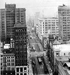 Main Street in the 1930s, Memphis, Tennessee.     (Thompson Collection, Memphis/Shelby County Public Library and Information Center)