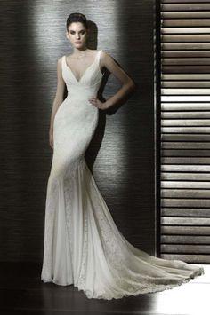 Stunning lace wedding dress by Jane Yeh