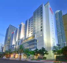 Ranked 10 on our top 10 best luxury hotels in Miami list is Hampton Inn which is located in downtown Miami and is quite near to the city compared to the other hotels. It has received positive reviews from its patrons and is one of the places you can definitely go to in Miami.#hotelsinmiami#hotelsinmiamisouthbeach#hotelsinmiamibeach#hotelsinmiamiflorida#miamihotels#miamibeachhotels#miamihotelssouthbeachmiamihotelsluxury Best Hotels In Miami, Top 10 Hotels, South Beach Hotels, Florida Hotels, Puerto Rico, Brickell Miami, Miami Airport, Downtown Miami, Wellness Resort