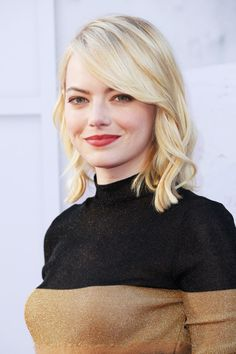 See Emma Stone unveil a brand-new platinum blonde hair color after switching from red to strawberry blonde. Long Bob Haircuts, Haircuts For Fine Hair, Hairstyles For Round Faces, Short Hairstyles, Short Hair Styles For Round Faces, Short Hair Cuts, Emma Stone Blonde, Platinum Blonde Hair Color, Actress Emma Stone