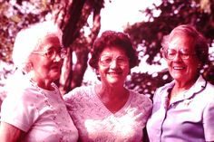 1982 Francine (Mae's sister), Jo, and Mae Kent
