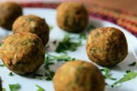 Falafel e tahine Veggie Recipes Healthy, Healthy Snacks, Vegetarian Recipes, Healthy Eating, Cooking Recipes, A Food, Food And Drink, Edible Food, Bariatric Recipes