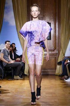 Paris Womenswear S/S 2015  Viktor & Rolf