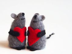 Toy mouse, Valentine mouse, waldorf toy, waldorf mouse, tiny plushie