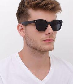 ba96b12ee Óculos de sol masculino de vários formatos, tamanhos e marcas! Estilo,  tendência e