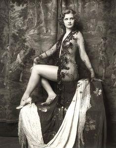 Ziegfeld Follies girl 1930s - How glamorous.....love these old black and white photos....