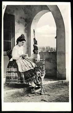 Sárközi népviselet Folk Clothing, Austro Hungarian, Folk Dance, Folk Fashion, Historical Images, Folk Costume, Beauty Photos, My Heritage, Travelogue