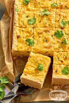Kürbis-Curry-Quiche: Rechteckige Quiche mit Kürbis, Koriander und Curry