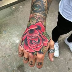 Top shot of the hand I did last week – Tattoo For Women Knuckle Tattoos, Forearm Tattoos, Body Art Tattoos, New Tattoos, Tattoo Art, Hand Tattoos For Guys, Trendy Tattoos, Tattoos For Women, Tattoo Rosa Na Mao