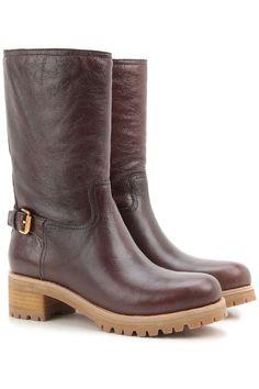 Calzado femenino Prada. Calzado clásico o informal de Prada, así como mocasines y zapatillas deportivas.