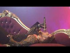 Shenanigans on stage as from 01:45 | Queen + Adam Lambert 'KILLER QUEEN' - Detroit (Auburn Hills)