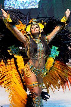 Carnival Signs, Carnival Dancers, Carnival Girl, Carnival Decorations, Creepy Carnival, Carnival Posters, Brazil Carnival, Carnival Outfits, Carnival Wedding