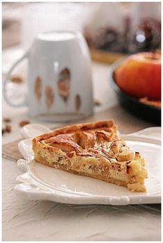 Tarte pommes alsacienne....Trop bonne!!!!! - NICOLE PASSIONS French Toast, Deserts, Alsace, Quiches, Breakfast, Happiness, Food, Food Cakes, Sweet Pie