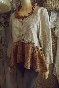 Lagenlook Upcycled Linen Embroidered Blouse/Jacket Shabby Chic with Vintage Lace… Robes Vintage, Vintage Lace, Vintage Outfits, Upcycled Vintage, Etsy Vintage, Sewing Clothes, Diy Clothes, Mode Boho, Altered Couture