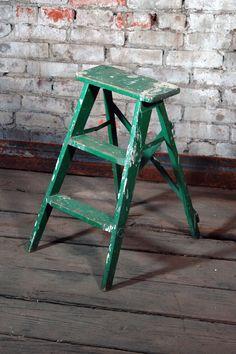 groen | green | vert | grün | verde | 緑 | color | colour | texture | style | form | Rustic Step Ladder