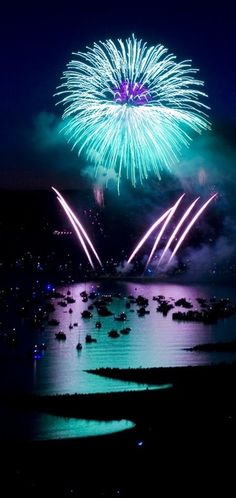 Turquoise, Aqua And Teal Fireworks Beautiful World, Beautiful Places, Beautiful Pictures, Sylvester Party, Fire Works, Turquoise And Purple, Aqua Blue, Look At You, Sparklers