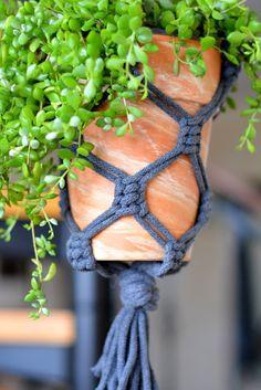 Makrama - jak zacząć? Prosty kwietnik DIY ze sznurków. - Przeplatane kolorami - najbardziej kreatywny blog w sieci - DIY - LIFESTYLE - WNĘTRZA