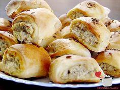 Paszteciki z kapustą i grzybami to pyszne wegetariańskie danie obiadowe, które smakuje wyśmienicie. Można je podać z barszczem czerwonym.