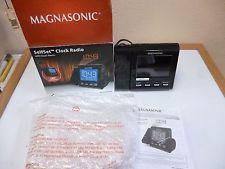 Magnasonic Selfset Radio Reloj con proyección láser y alarma dual