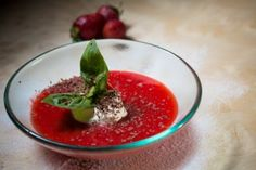 Sopa de fresas con queso fresco y piñones #DietadelaZona