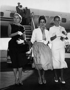 Elizabeth Taylor arrives in New York International Airport with fellow actresses Grace Kelly and Lorraine Day, 1955