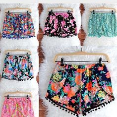 I think these colorful pom pom shorts are like a fiesta in every way, im not sure i could pull them off though, they might look like pyjama shorts! Look Fashion, Teen Fashion, Fashion Outfits, Womens Fashion, Fashion Trends, Summer Wear, Spring Summer Fashion, Spring Outfits, Pom Pom Shorts
