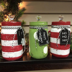 Christmas diy and crafts mason jar christmas decorations, mason jars Chalk Paint Mason Jars, Painted Mason Jars, Mason Jar Gifts, Mason Jar Diy, Jar Crafts, Bottle Crafts, Christmas Projects, Holiday Crafts, Christmas Ideas